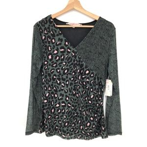 NEW Willow Drive blouse top Green sheer v-neck animal print Leopard M women's